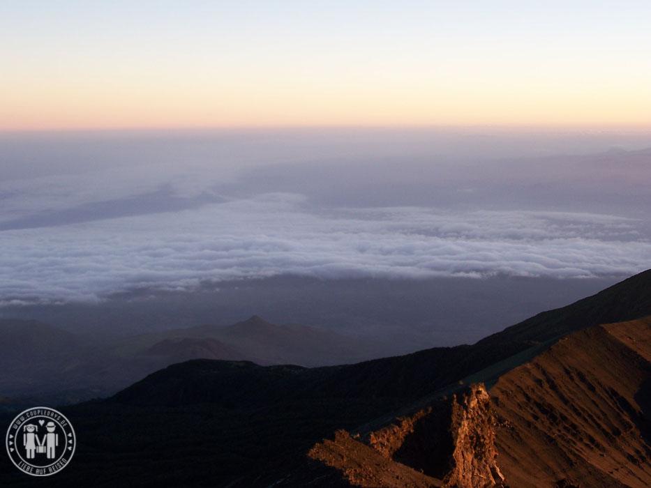 Blick vom Kraterrand des Mount Meru.