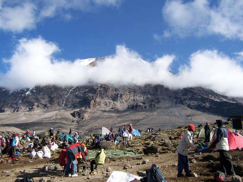 Der Kibo vom Barranco Camp aus gesehen.