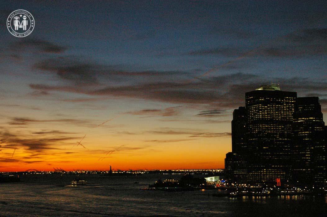 Die Brooklyn Bridge verbindet die Stadtteile Mahattan und Brooklyn.