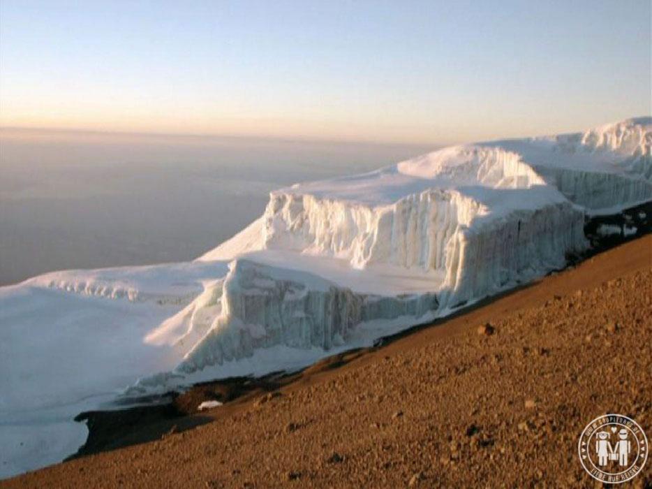 Der Rebmann Gletscher bei Sonnenaufgang.