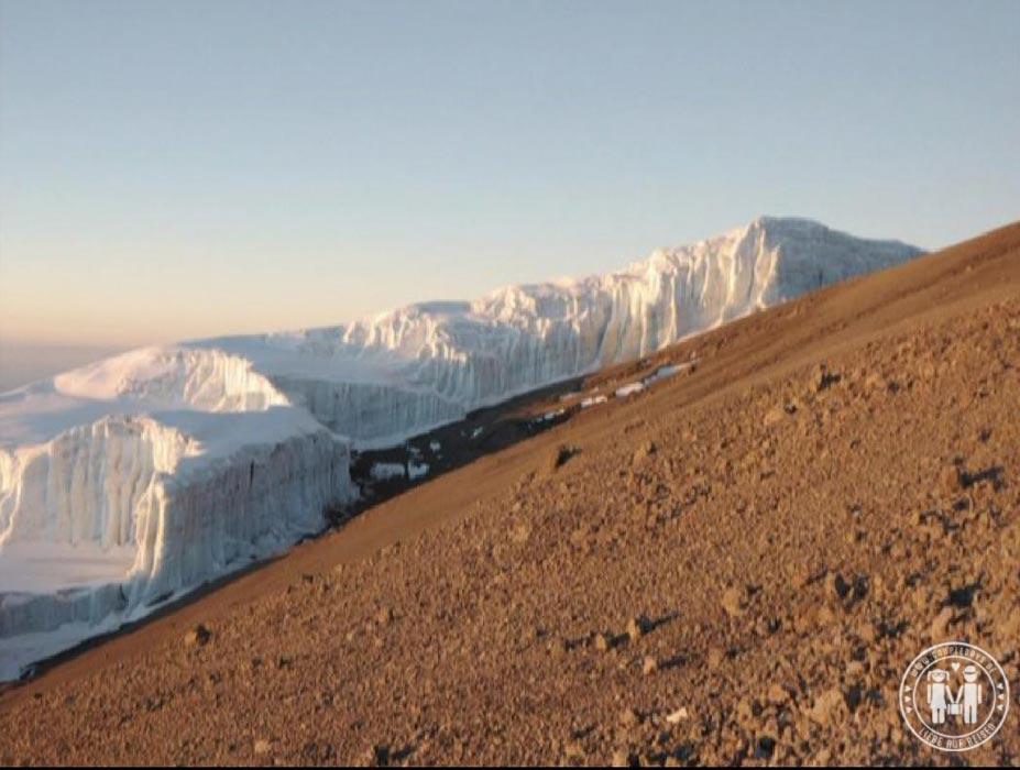 Der Rebmann Gletscher beim Aufstieg.