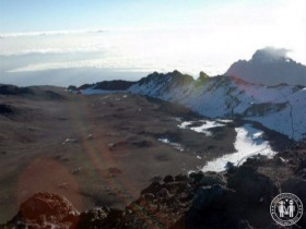 Krater und Kraterrand des Kilimanjaro.
