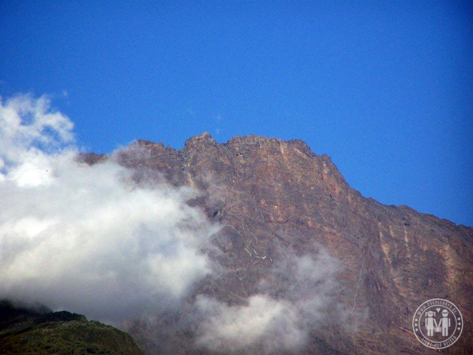 Wolken vor dem Mount Meru