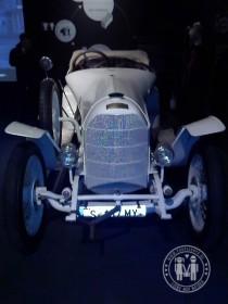 """Oldtimer auf der Ausstellung """"Porsche - Design, Mythos, Innovation"""" in Linz."""