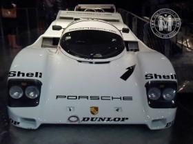 """Porsche 962 C Coupé auf der Ausstellung """"Porsche - Design, Mythos, Innovation"""" in Linz."""