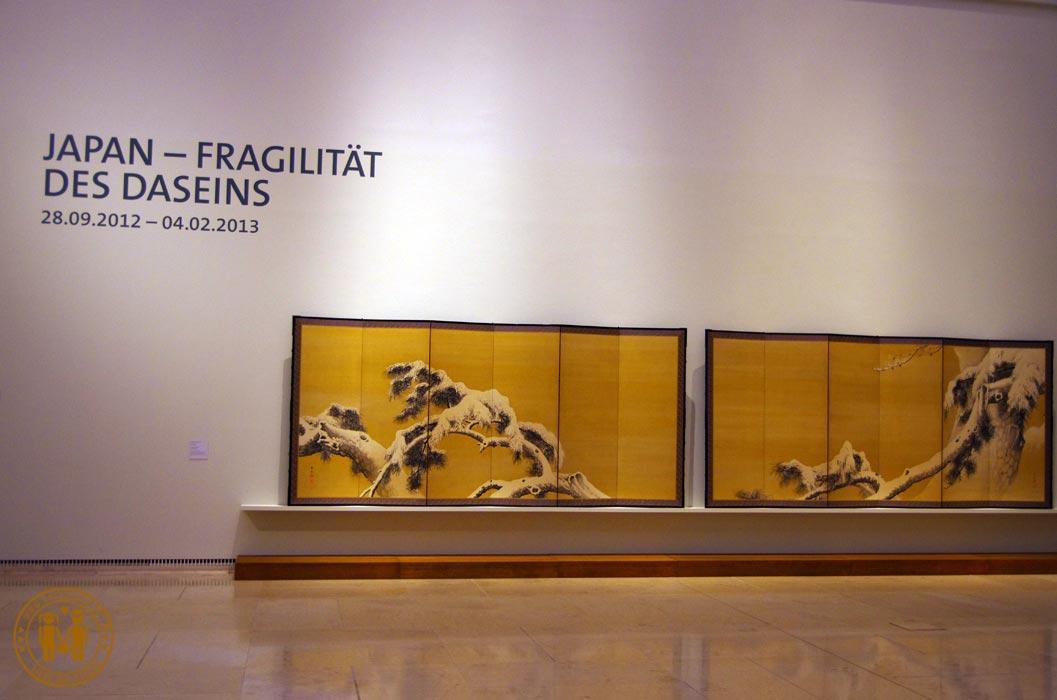 Ein winterliches Bild der Ausstellung JAPAN – FRAGILITAET DES DASEINS.